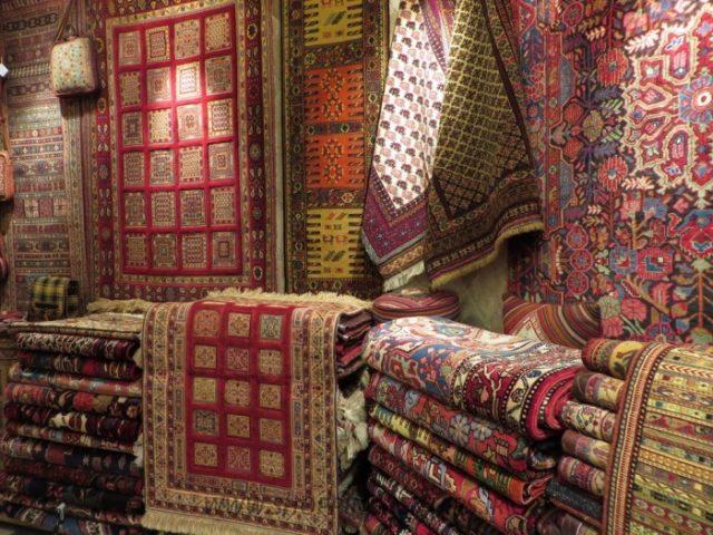 صنعت فرش، اشتغالزا و ارز آور است